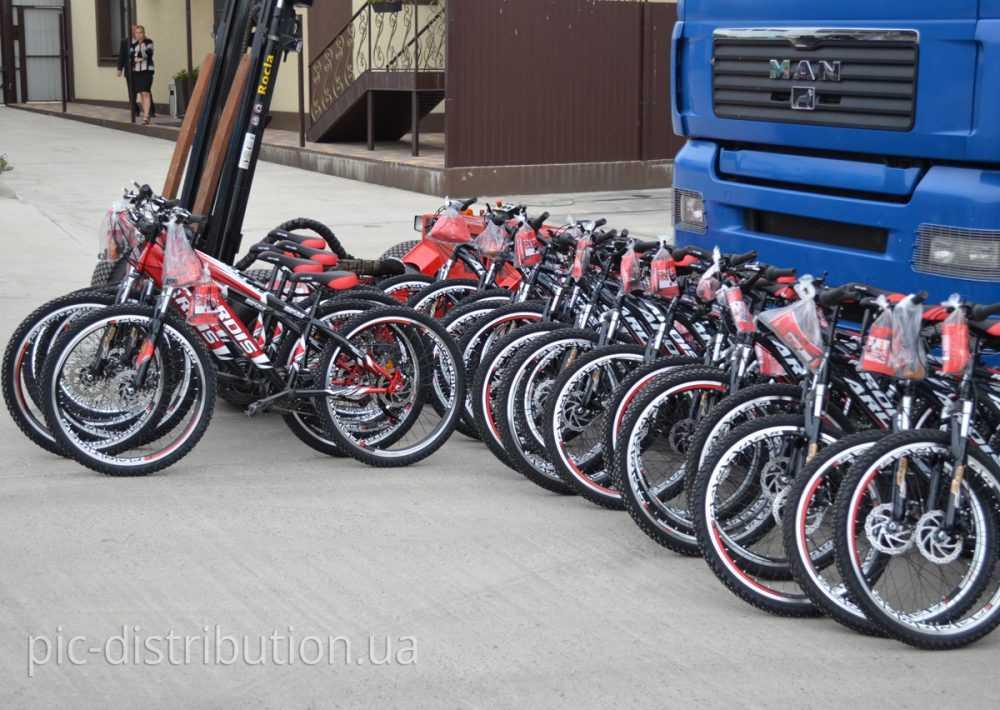 DSC 1892 e1474456091458 - Более сорока велосипедов было вручено лучшим специалистам компании