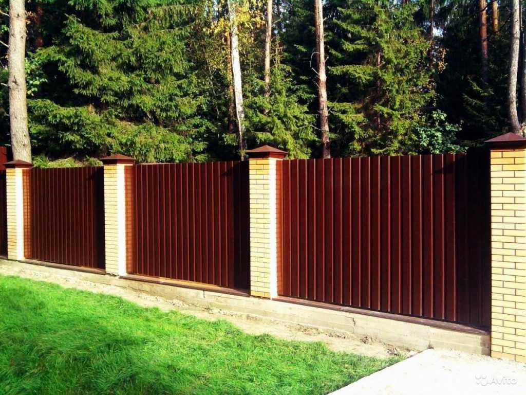 2548184467 1024x768 - Як побудувати паркан з профнастилу своїми руками