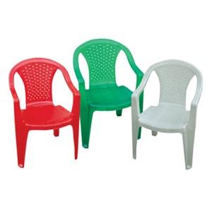 136 - Крісло пластикове