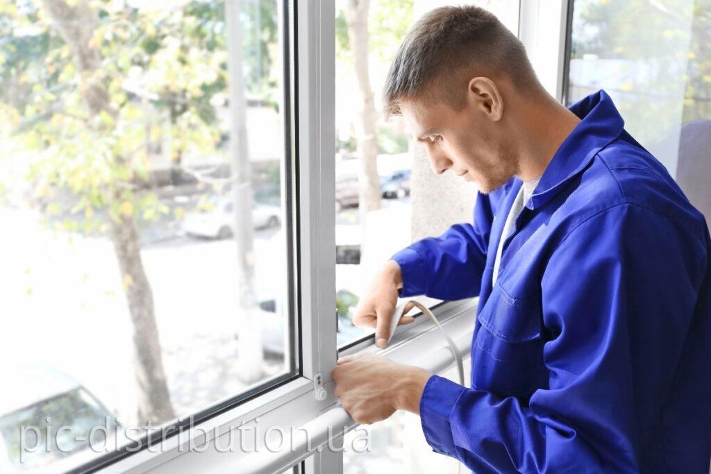 Window repairs 2 1024x683 - Утеплюємо вікна: 5 найефективніших методів